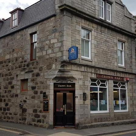 Crown Huntly outside